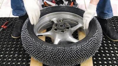 Hágaselo usted mismo, unas ruedas de clavos para el hielo