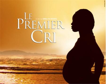 'Le premier cri': un documental de contrastes que emociona contando diez partos muy diferentes entre sí