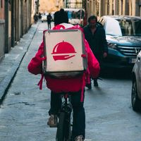 55 organizaciones sociales apoyan a los riders y el Gobierno prepara un proyecto de ley para regularizarles