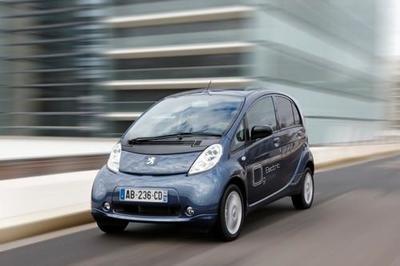 El Peugeot i0n se podrá alquilar mensualmente