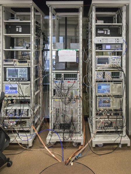 sistemas de control del ordenador cuántico de Intel en Delft