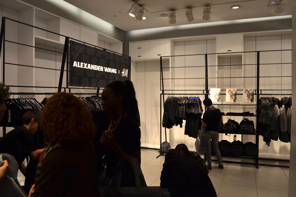 Foto de Alexander Wang x H&M, la colección llega a tienda (Madrid, Gran Vía) (8/27)