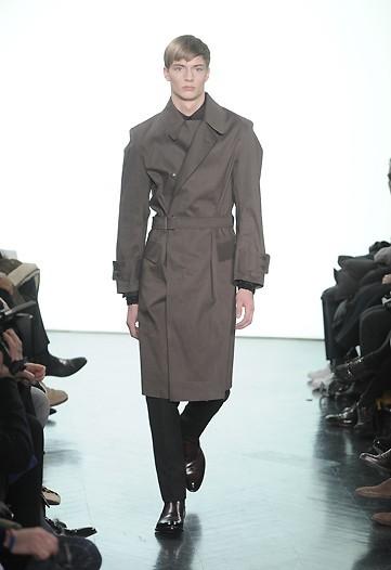 Foto de Yves Saint Laurent, Otoño-Invierno 2010/2011 en la Semana de la Moda de París (10/13)