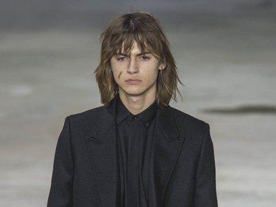 El nuevo Saint Laurent deja atrás los jeans skinny y apuesta por el total black look en Paris Fashion Week