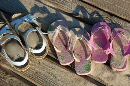 """""""Son de todos, de niños y de niñas"""": la acertada respuesta de un niño de cuatro años a las críticas por llevar sandalias rosas"""