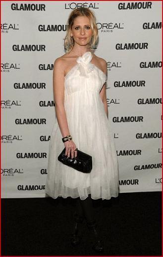 sarah-michelle-gellar-attends-the-2008-glamour-women-1.jpg
