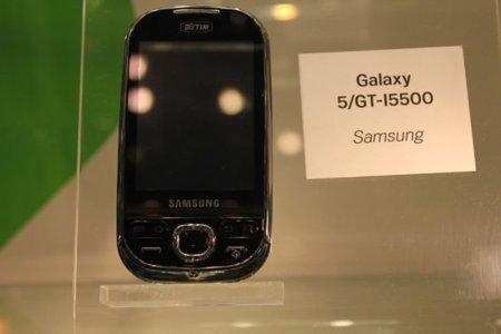 Exposición con todos los dispositivos Android en el mercado o a punto de aparecer