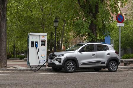 Dacia Spring cargando