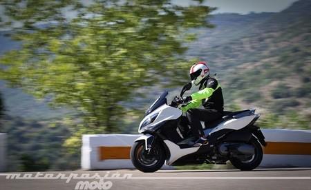 Kymco Xciting 400i, prueba (conducción en ciudad, carretera y autopista)
