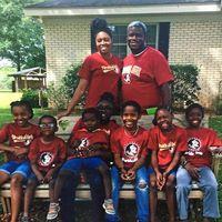 Una pareja adopta a siete hermanos que estaban separados en diferentes centros de acogida