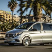 La furgoneta eléctrica Mercedes-Benz EQV se deja ver por Barcelona, aunque sigue siendo un prototipo