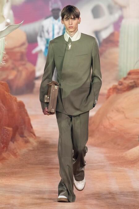 Dior Men Summer 2022 Runway Looks 39