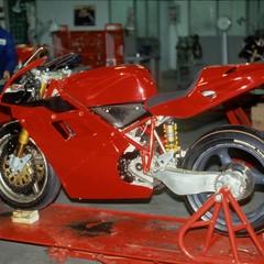 Foto 61 de 73 de la galería ducati-panigale-v4-25deg-anniversario-916 en Motorpasion Moto