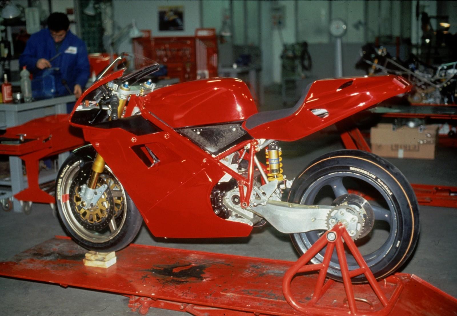 Foto de Ducati Panigale V4 25° Anniversario 916 (61/73)