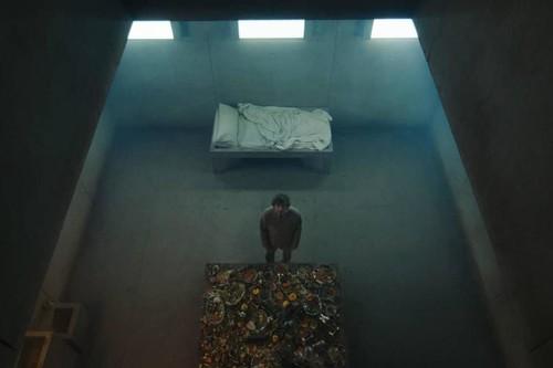 'El hoyo' no es redonda ni lo necesita: por qué el estreno de Netflix es importante para el cine español