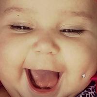 Le pone un piercing a su bebé e Internet enfurece, pero las cosas no son lo que parecen