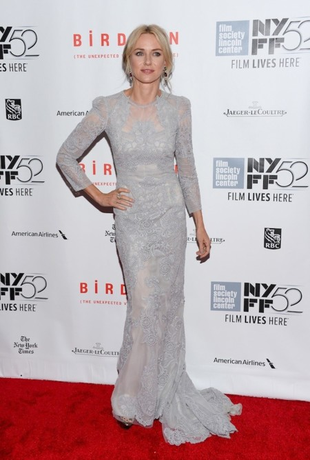 Naomi Watts Look Vestido Gris