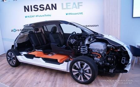 Nissan LEAF 2013 presentación en Oslo seccionado 01