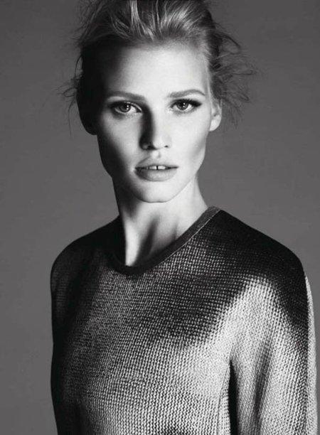 Lara Stone sigue siendo el rostro de Calvin Klein. ¡Y qué dure!