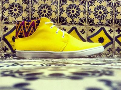 Komoni, sneakers y naúticos hechos a manos en telares mexicanos de Oaxaca