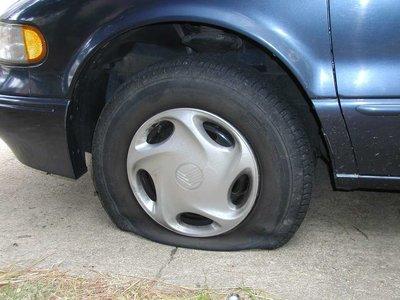 """Doce cosas que probablemente no sabías sobre la """"difícil"""" labor de cambiar un neumático"""