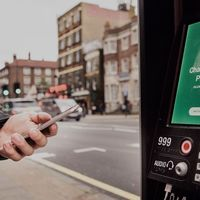 Las cabinas de Londres no sólo te dan WiFi gratis: rastrean todos tus datos de navegación e intentan identificarte