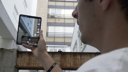 Samsung Galaxy Fold Dani 02