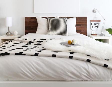Otra forma de utilizar maderas adhesivas en tu dormitorio