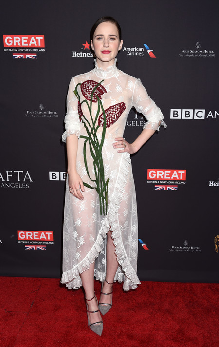 tea party bafta alfombra roja Rachel Brosnahan