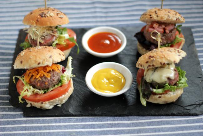 Mini hamburguesas peque as dosis gourmet for Comida rapida para invitados