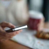 Enviar correos a los trabajadores fuera de su horario es sancionable: así funciona el derecho a la desconexión digital