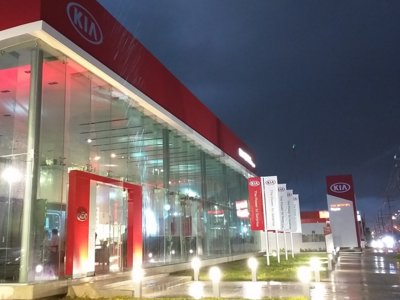 KIA inaugura simultáneamente su red de 25 concesionarios en México