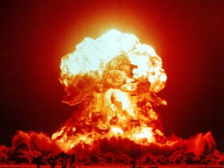 ¿Y si el fin del mundo viniera por una guerra bacteriológica... informática?