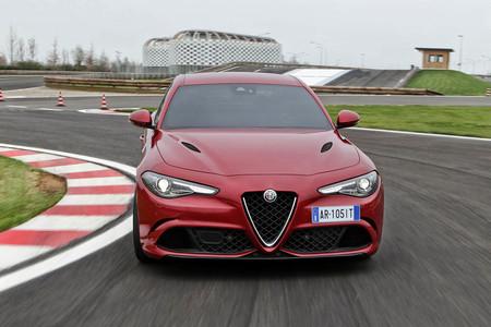 ¿Presentará Alfa Romeo un Giulia Coupé en el Salón de Ginebra?