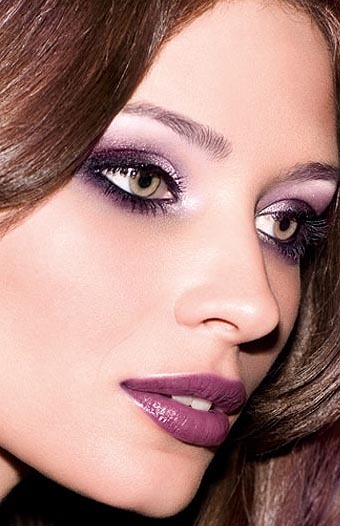 Look morado con productos Yves Rocher