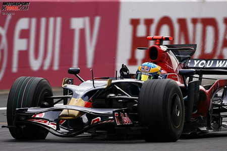 Sebastien Bourdais es penalizado y Massa gana un puesto