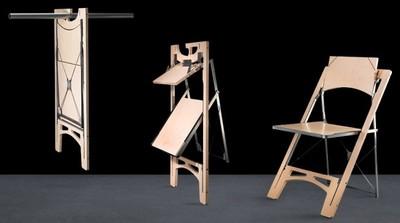 Tilt, la silla plegable de Folditure que puedes colgar junto a tu ropa