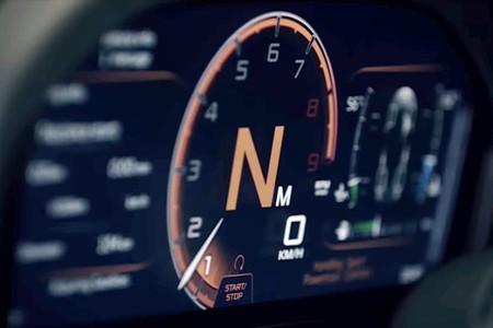 No es un Transformer pero lo parece. Así se despliega el cuadro de mandos del McLaren 720S