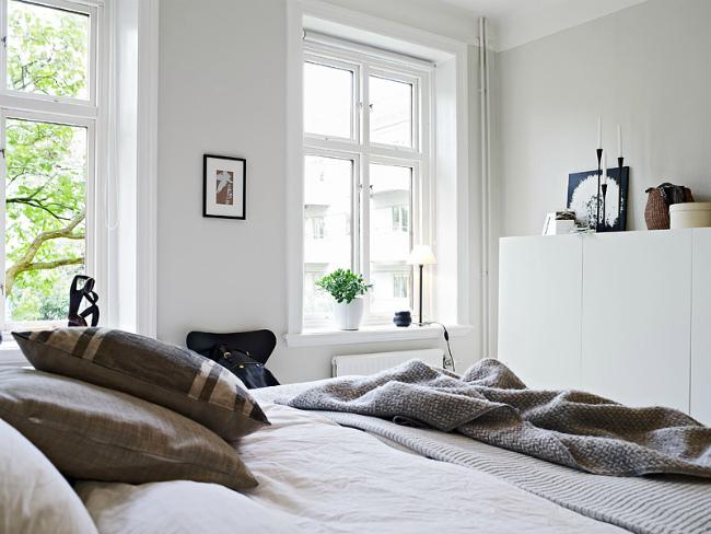 Foto de Espacios que inspiran: Un dormitorio en blanco y azul marino (3/4)