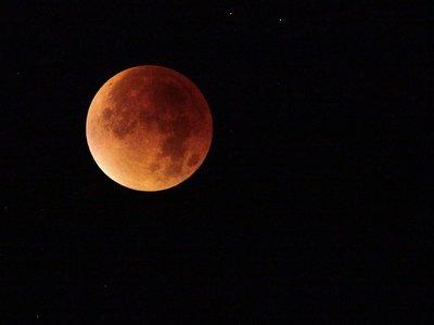 El plan perfecto de tus vacaciones puede ser hoy: déjate embrujar por el eclipse lunar