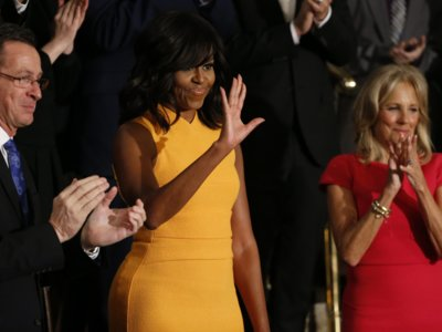 Agotado en 50 minutos, el vestido amarillo-naranja de Michelle Obama cuelga el cartel de sold out