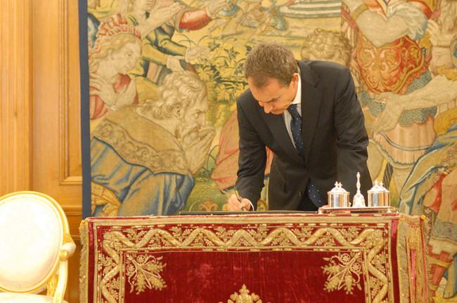 1200px Zapatero Reforma De La Constitucion Espanola 2011