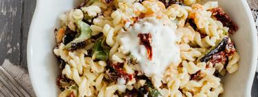 13 ensaladas de pasta fresquitas, apetecibles y variadas que puedes incluir en tu dieta este verano