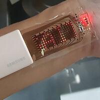 Los dispositivos electrónicos elásticos están un paso más cerca: Samsung ya tiene un prototipo capaz de estirarse un 30%