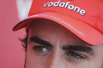 Alonso le echa más leña al fuego de McLaren
