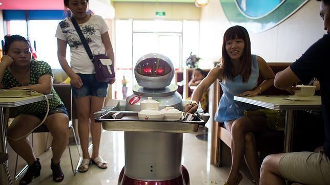 Un restaurante sirve platos cocinados por robots y los camareros tambi n son androides - Robot de cocina la razon ...