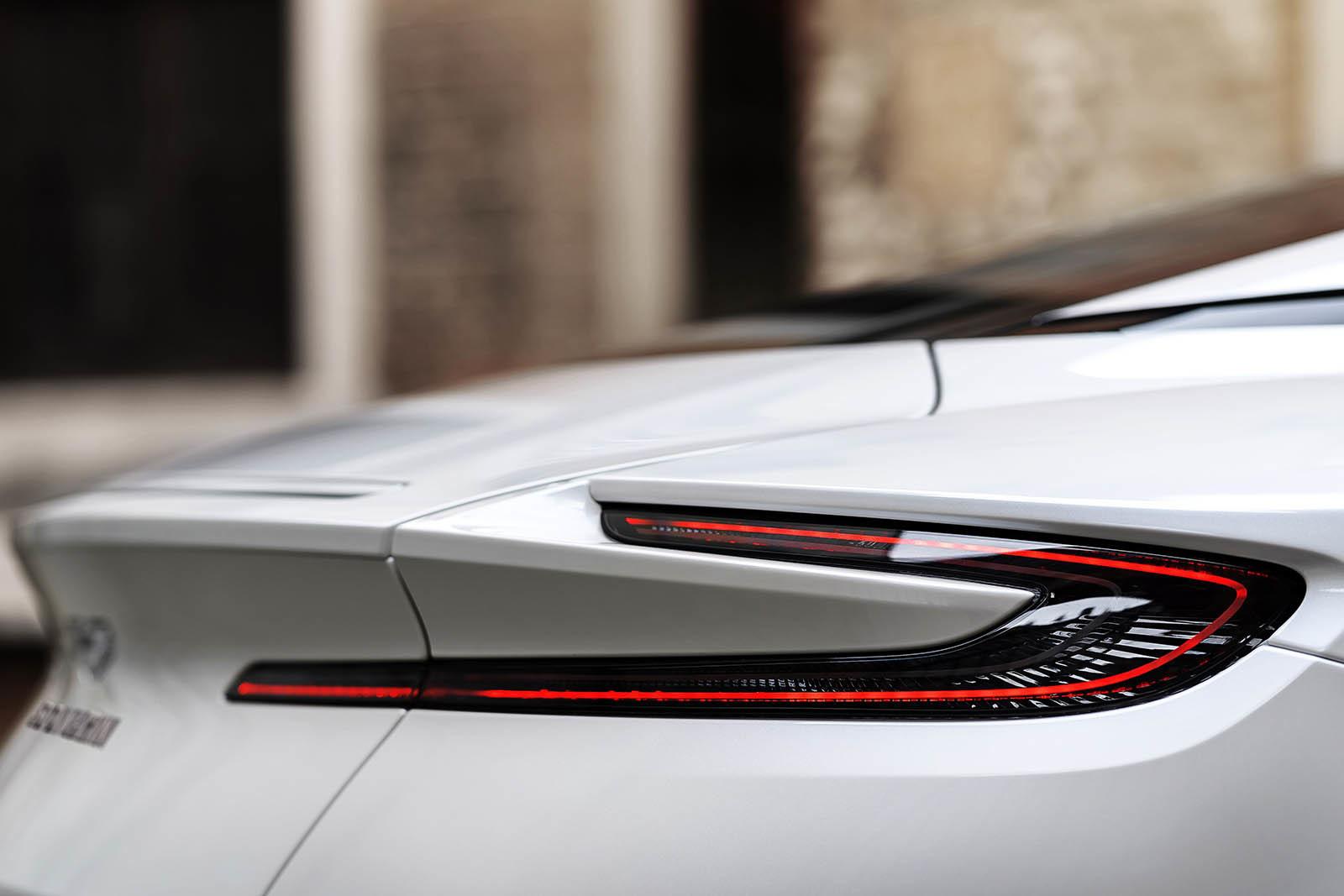 Foto de Aston Martin DB11 V8 (15/21)