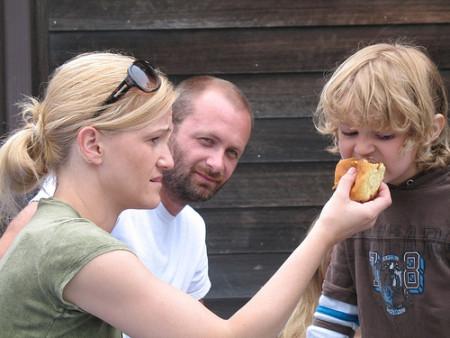 La alimentación de los padres cada vez influye menos sobre los hábitos de sus hijos