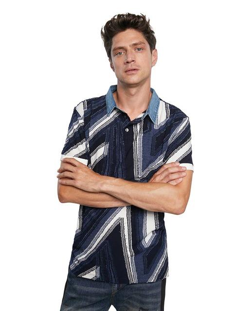 Polo de hombre regular azul de manga corta con estampado abstracto de DESIGUAL