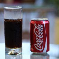 Morena quiere prohibir la venta de refrescos a niños en restaurantes de CDMX, aunque haya presencia y permiso de adultos